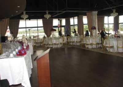 great-table-arrangements-in-a-ballroom-hall
