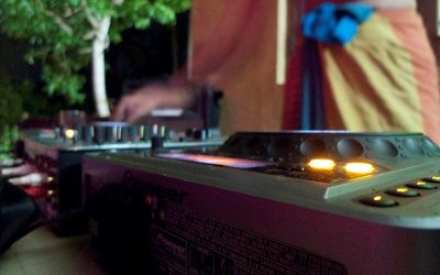 3 Questions to Ask Before Hiring A Wedding DJ